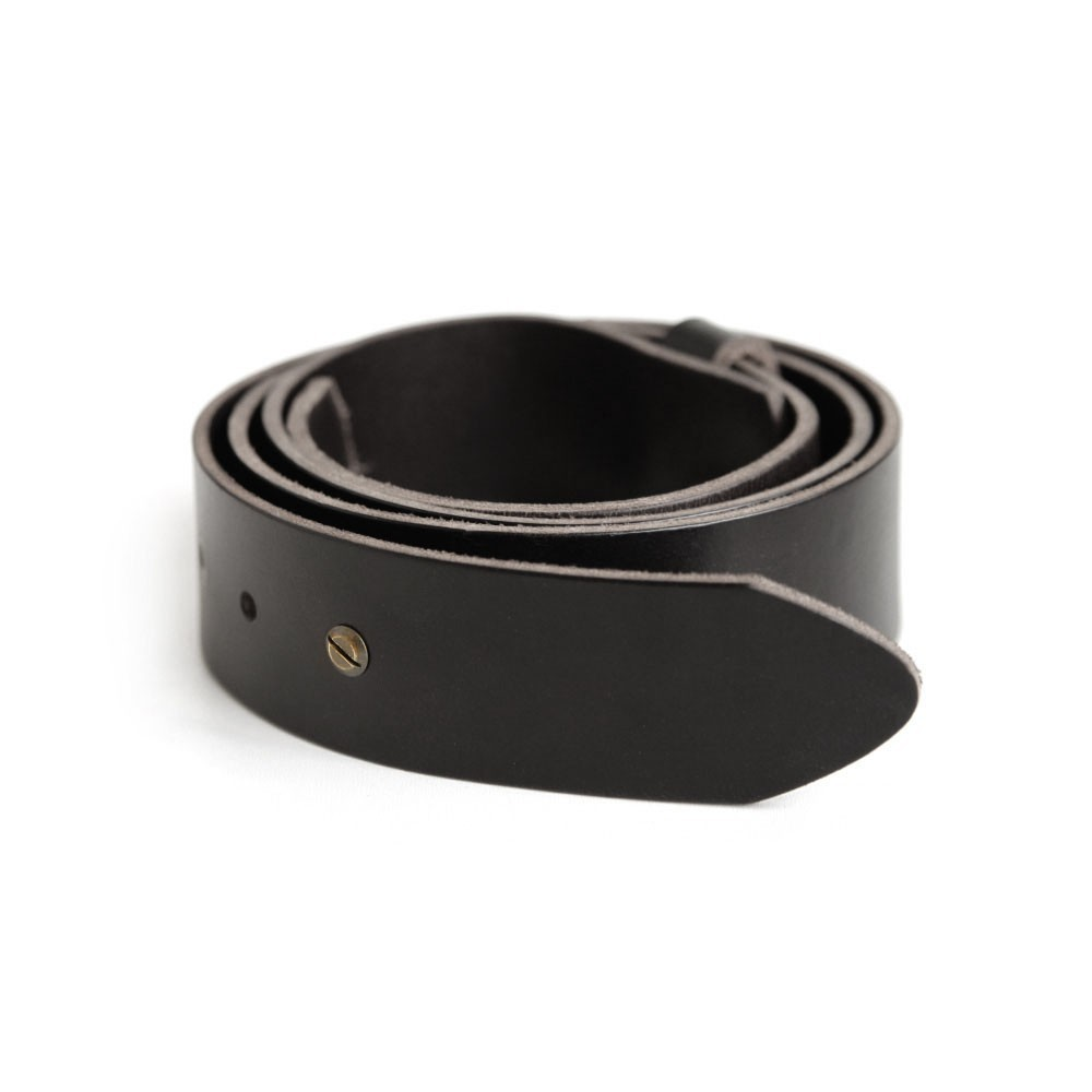 Minimal Stud Belt in black